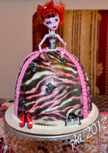 DSC_7249Monster-High-birthday-cake