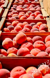 _DSC3129peaches-in-wooden-boxes
