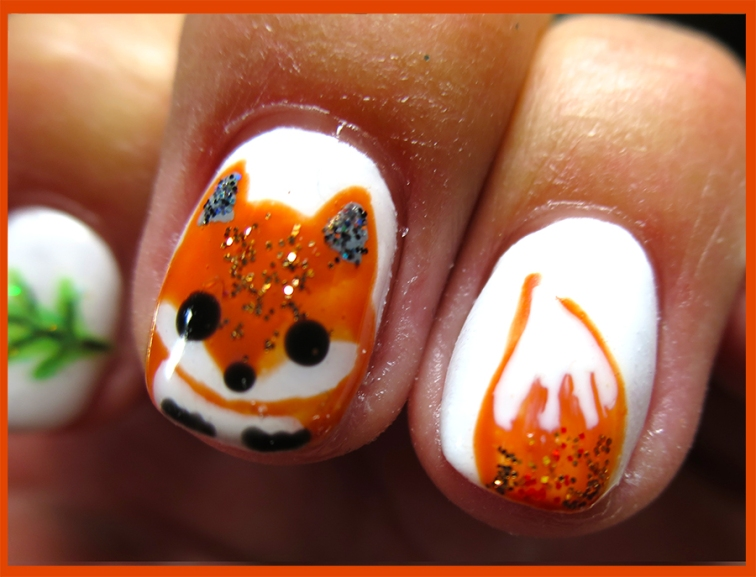 w fox nail art closeup border